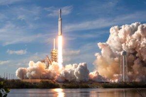 SpaceX zmienia datę startu rakiety Falcon i załogi Crew Dragon.