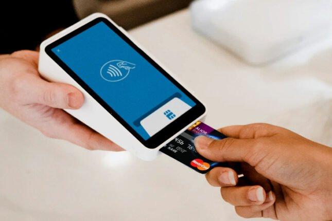 Z kartą kredytową lub debetową Alior Bank otrzymasz zniżkę na paliwo