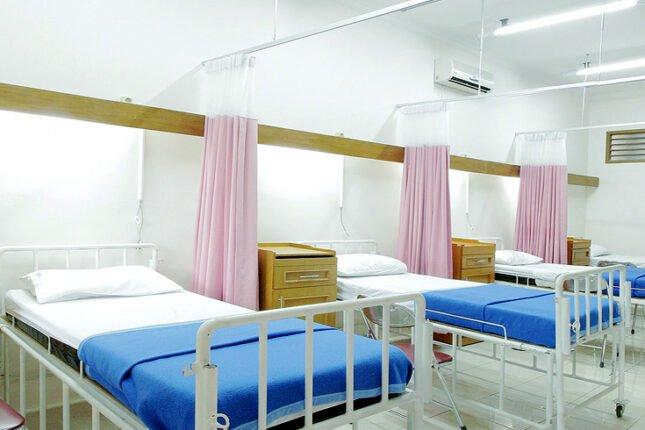 Szpital COVID-19 w Kutnie przestał przyjmować pacjentów. Powodem jest brak wystarczającego personelu.